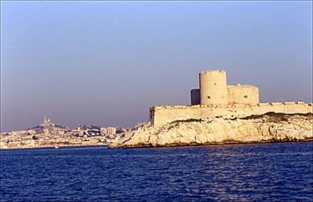 france_marseille_chateau_dif_notre_dame_0202_2003.jpg